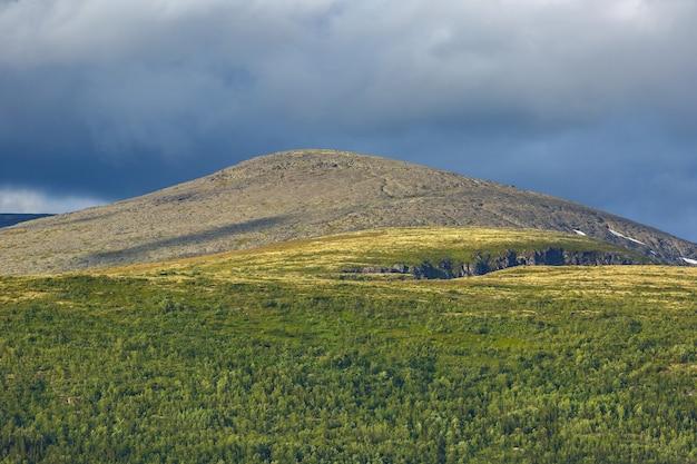 Blick auf die khibiny-berge. kola-halbinsel