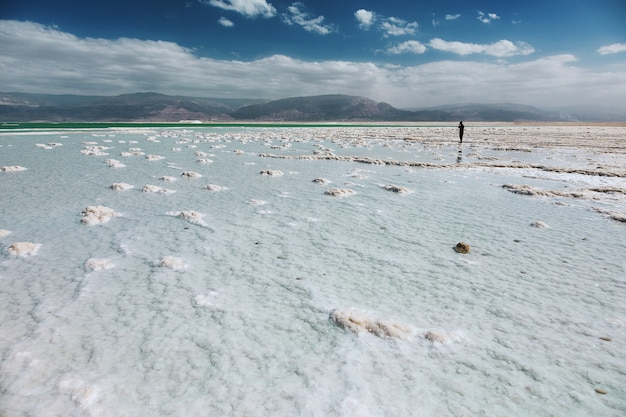 Blick auf die küste des toten meeres, israel