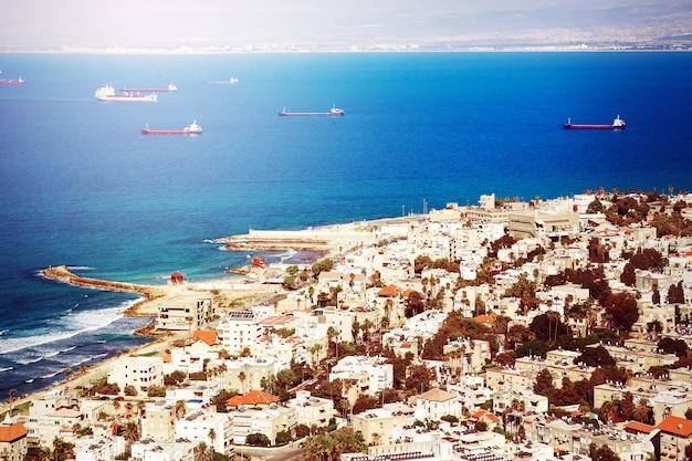 Blick auf die küste von haifa, israel