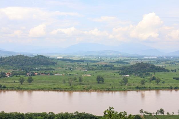 Blick auf die landschaft der mekong ist ein wunderschöner naturfluss in thailand