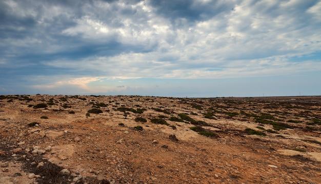 Blick auf die landschaft von lampedusa