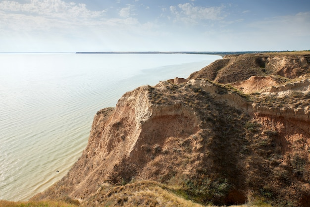 Blick auf die mündung im stanislavsky landscape reserve am rande des dorfes stanislav belozersky