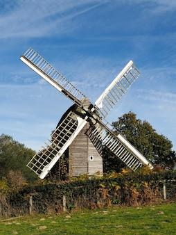 Blick auf die nutley windmill im ashdown forest
