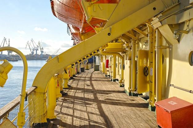 Blick auf die rettungsboote des krasin-eisbrechers