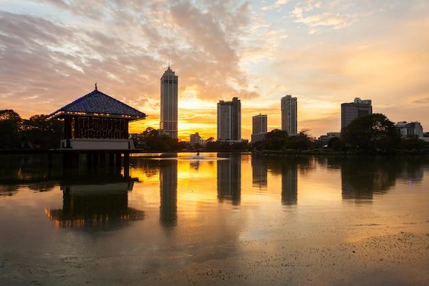 Blick auf die skyline der stadt colombo