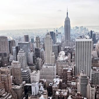 Blick auf die skyline von new york city vom rockefeller center