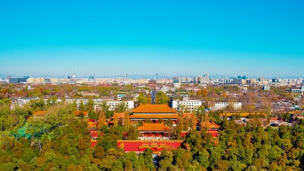 Blick auf die stadt peking von der aussichtsplattform im jingshan park.