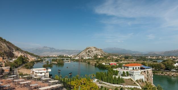 Blick auf die stadt shkodra
