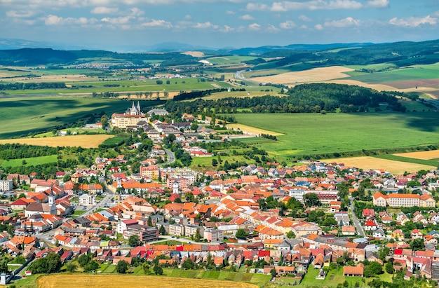 Blick auf die stadt spisske podhradie von der burg spis - presov, slowakei