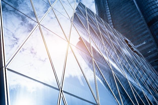 Blick auf die straße von hongkong und ein glas wolkenkratzer