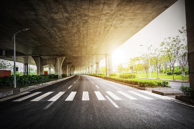 Blick auf ein hochgeschwindigkeits-viadukt