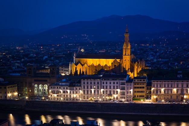 Blick auf florenz zur abendzeit vom aussichtspunkt. provinz siena. toskana, italien