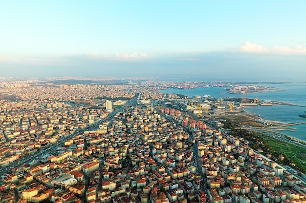 Blick auf istanbul vom flugzeug in der nähe von airport.turkey