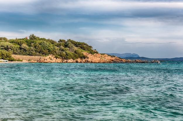 Blick auf la celvia, einen der schönsten strände der costa smeralda, sardinien, italien