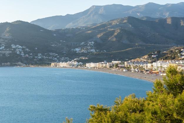 Blick auf la herradura beach, almuñecar, granada, andalusien, spanien