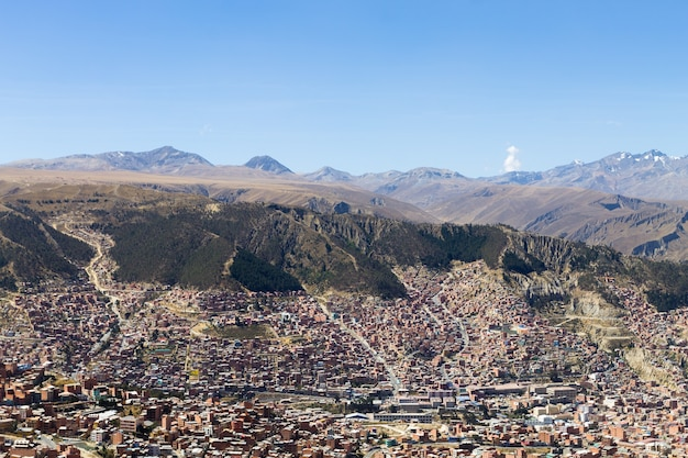Blick auf la paz von el alto, bolivien. bolivianische hauptstadt
