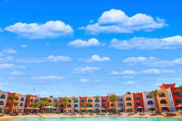 Blick auf lagunenstrand in arabia azur resort