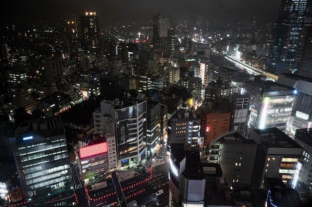 Blick auf moderne städtische gebäude