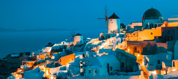 Blick auf oia bei nacht, santorini