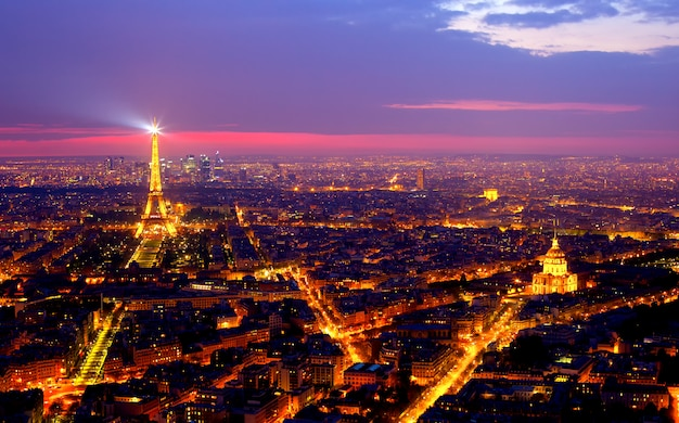 Blick auf paris bei nacht