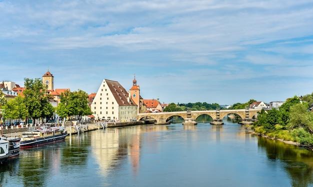 Blick auf regensburg mit der donau in deutschland, bayern