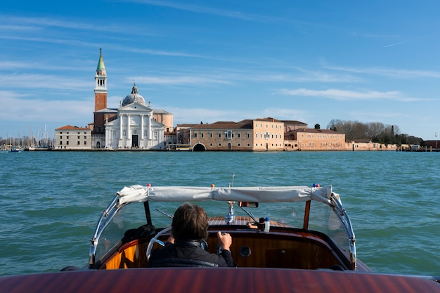 Blick auf san giorgio maggiore vom boot aus