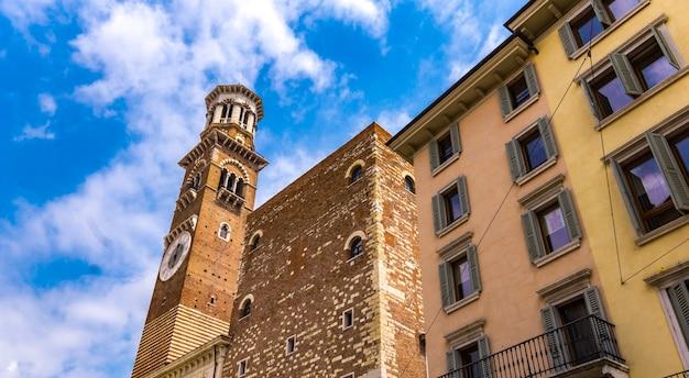 Blick auf torre dei lamberti in verona, italien