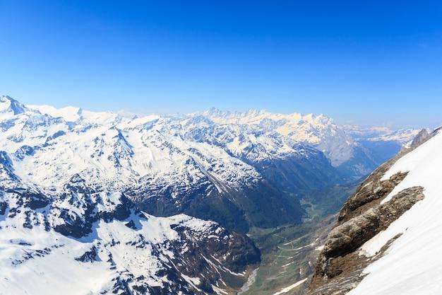 Blick vom berg titlis in der schweiz.