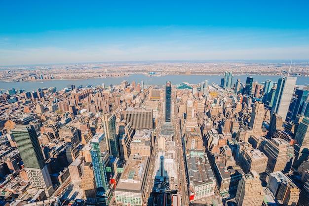 Blick vom empire state building nach new york city