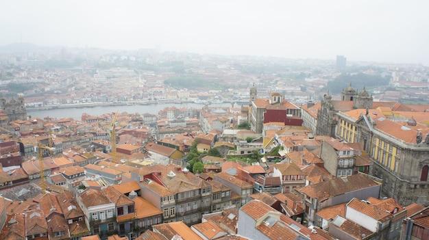 Blick von den dächern von lissabon auf alfama lissabon portugal