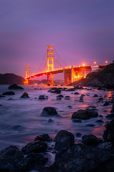 Blick von der golden gate bridge am marshall's beach in san francisco, kalifornien
