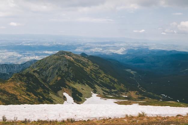 Blick von der spitze des kasprowy wierch-berges
