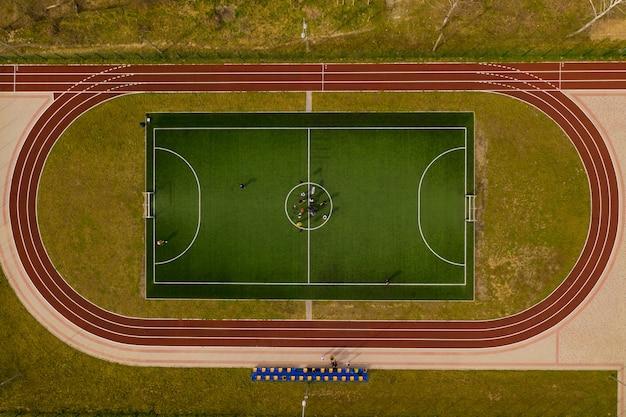 Blick von oben auf den fußballplatz