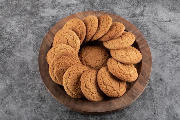 Blick von oben auf den leckeren snack. hausgemachte kekse.