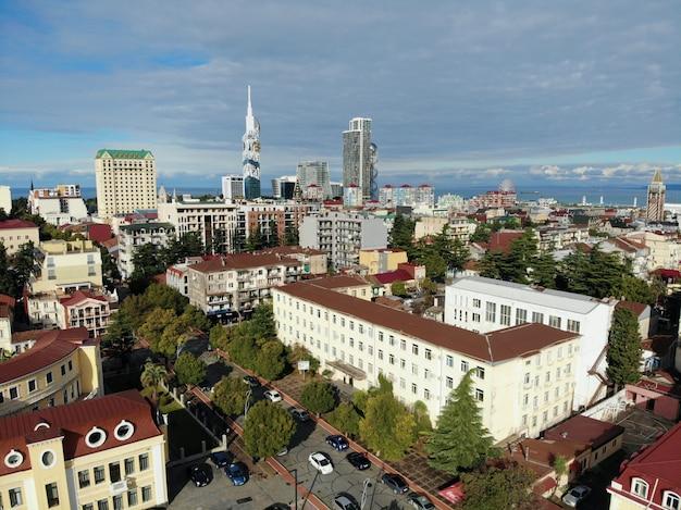 Blick von oben auf stadtbild und skyline