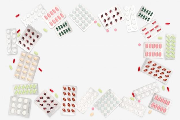 Blisterpackungen mit bunten pillen