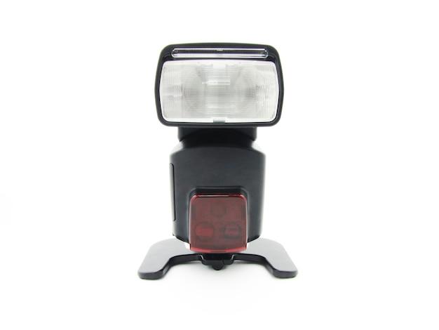 Blitz für die kamera mit einem einstellbaren kopf auf weiß