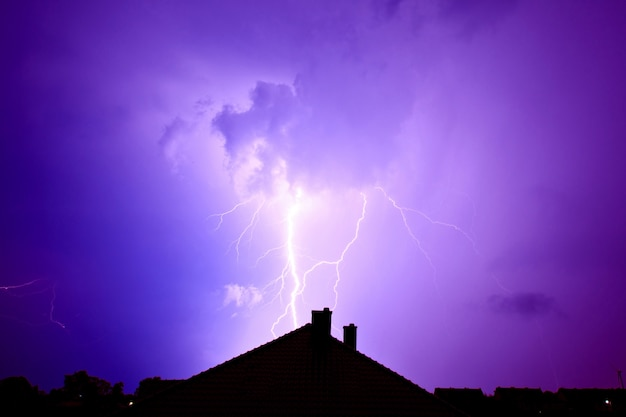 Blitz traf das haus.