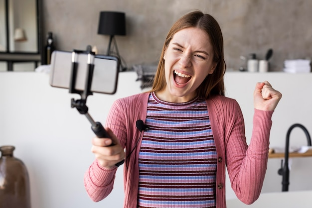 Blogger nimmt gerne videos zu hause auf