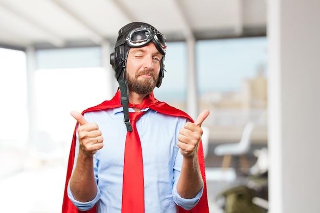 Blond pilot glücklich ausdruck