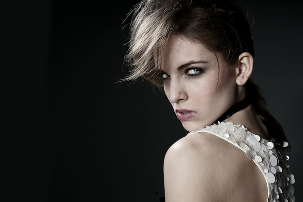 Blonde model posiert