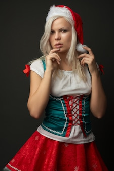 Blonde tragende kleidung der schönen sexy frau weihnachts