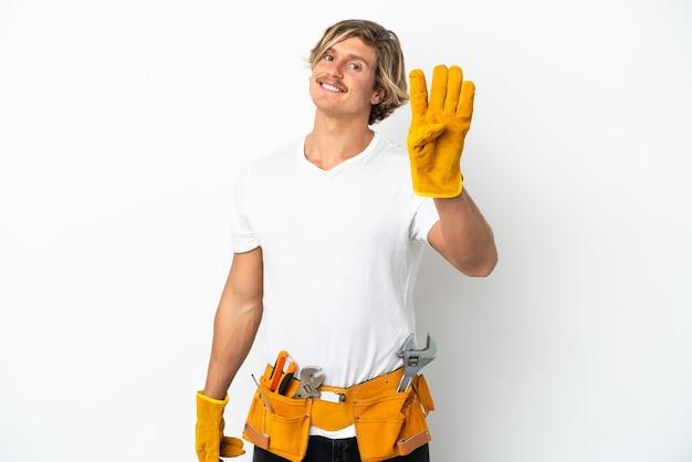 Blonder mann des jungen elektrikers lokalisiert auf weißem hintergrund glücklich und zählt vier mit den fingern