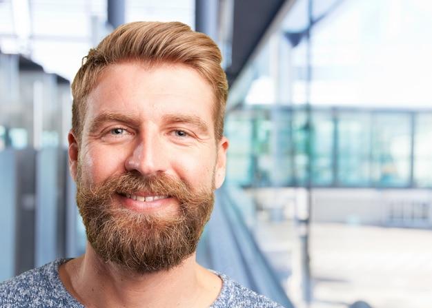 Blonder mann. glücklichen ausdruck