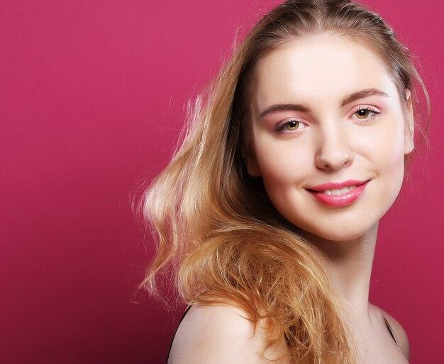 Blondes frauenporträt
