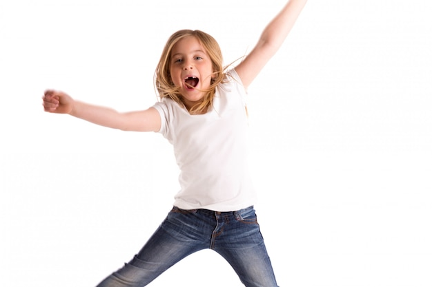Blondes kindermädchen eingerückt, springenden starken wind auf haar