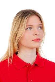 Blondes mädchen mit rotem t-shirt