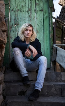 Blondes männliches model