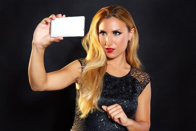 Blondes modefrau smartphone selfie