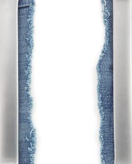 Blue jeans und metall auf weiß